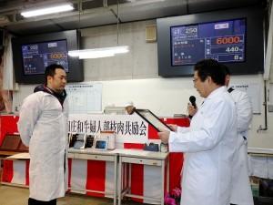 2015年12月11日(金) 黒田庄和牛婦人部枝肉共励会 名誉賞牛購買者の表彰(JAみのり・神澤代表理事組合長)