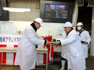 2017年2月10日(金) 兵庫県地域ブランド牛枝肉共励会 最優秀牛購買者の表彰(神戸肉流通推進協議会・大竹会長)