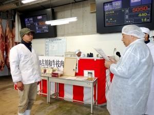2017年12月8日(金) 加古川和牛枝肉共励会 最優秀牛購買者の表彰(加古川和牛流通推進協議会・JA兵庫南 木下常務理事)