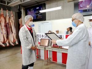 2020年6月26日(金) JA西日本くみあい飼料㈱系統出荷牛枝肉共励会 最優秀牛購買者の表彰(JA西日本くみあい飼料(株)神野社長)