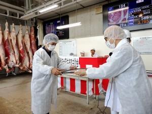 2021年6月25日(金) JA西日本くみあい飼料㈱系統出荷牛枝肉共励会 和牛の部 最優秀牛購買者の表彰(JA西日本くみあい飼料(株)神野社長)